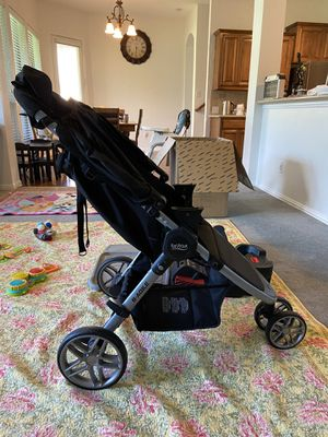 Like new Britax stroller and car seat with accessories for Sale in Fort Worth, TX