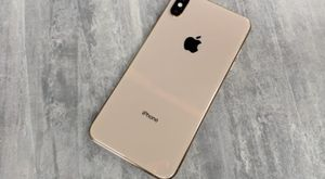 IPhone x mask 64gig gold colour for Sale in Austin, TX