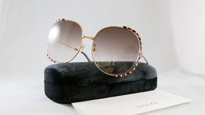 Authentic Gucci gg0595s 006 round sunglasses for Sale in Los Angeles, CA