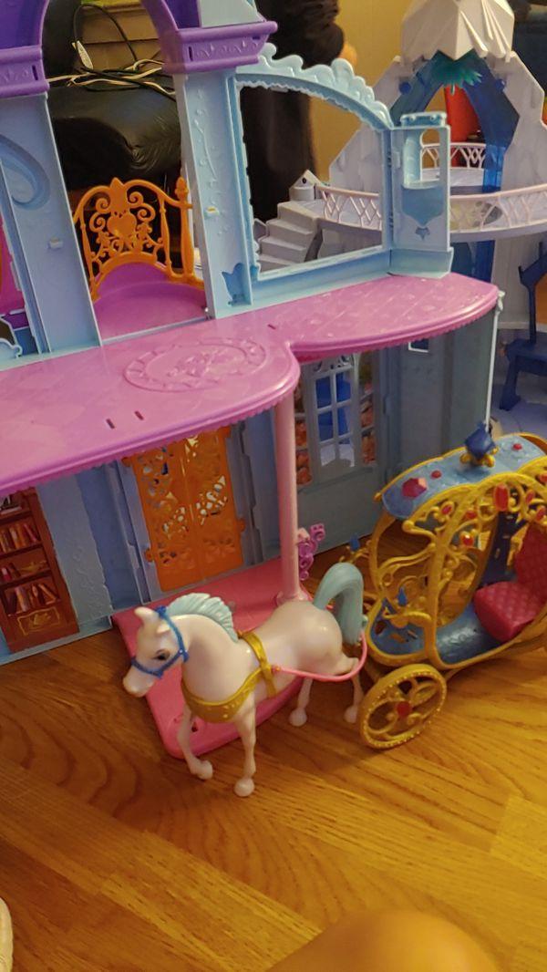 Disney princess doll house brand new condition