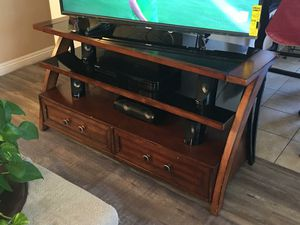 TV Stand 🎅🎄🎁 for Sale in Bellflower, CA