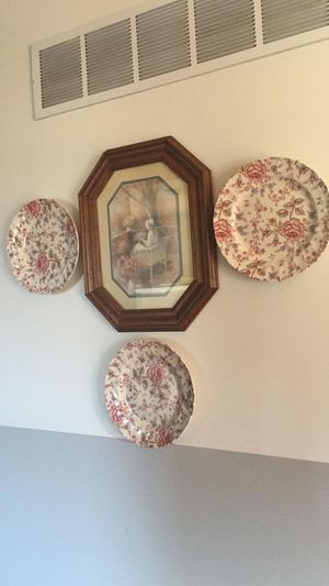 Vintage antique frame and 3 floral plates set. Beautiful wall display. for Sale in Mokena, IL