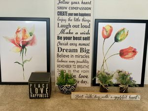 Small decorative items and frames for Sale in Jurupa Valley, CA