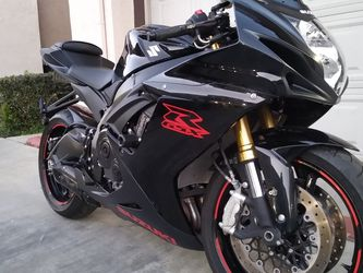 2019 Suzuki gsxr 750 $6500 dlls Es americana titulo salvaje 4000 millas Levers asv Pipa two broders Luces Hids for Sale in San Diego,  CA