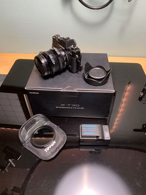 Fuji XT30 with 18-55 kit + Tiffen vND filter and extra battery for Sale in Los Angeles, CA