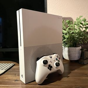 Xbox One 500 GB with Head phones & Case for Sale in Port St. Lucie, FL