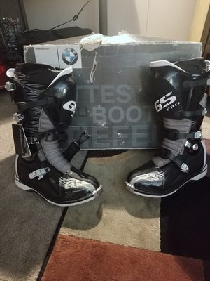 BMW BOOTS & RXR AIR CHEST PROTECTOR for Sale in Richland, WA