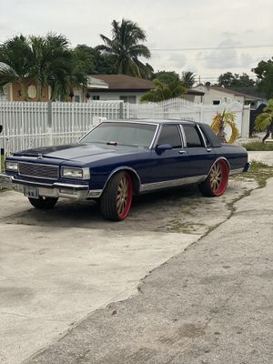 1990 Chevy Caprice Brougham LS for Sale in Miami, FL
