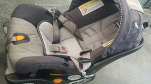 Chicco keyfit 30 car seat with base for Sale in Miromar Lakes, FL