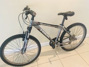 Trek Medium Mountain Bike - Like New - Excellent Condition for Sale in Tampa, FL