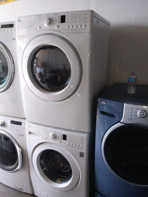 LG washer and dryer electric nice set for Sale in Houston, TX