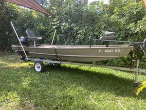 2018 Jon boat tracker 15 with 2018 mercury 15hp for Sale in Miami, FL