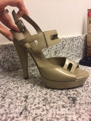 Authentic YSL nude pump heels for Sale in Hattiesburg, MS