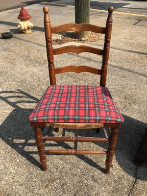 Vintage chair for Sale in Tallassee, AL