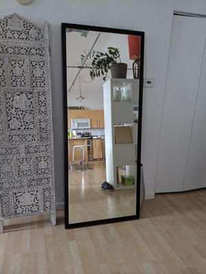 West elm 5.5 feet standing mirror for Sale in Miami, FL