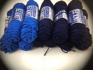Lot of Coats & Clark 100% Du Pont Acrylic 4ply E-Z Knit Yarn for Sale in Puyallup, WA