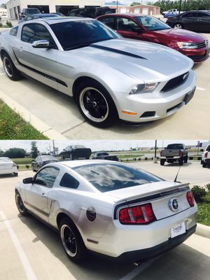 2012 Ford Mustang V6 Premium CLEAN TITLE!!!!!!! for Sale in Bellaire, TX