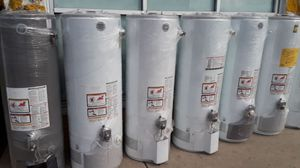 Best price today water heater for 320 whit installation included for Sale in Fontana, CA