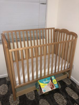 Baby crib And NB Pampers.! for Sale in Fort Lauderdale, FL