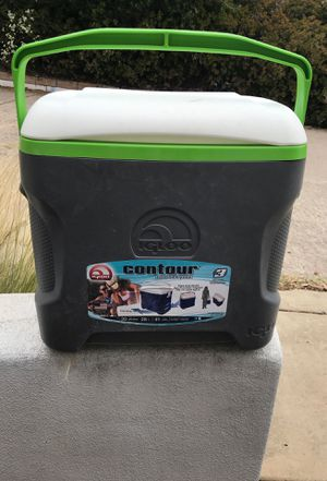 Igloo contour 30qts cooler for Sale in San Diego, CA