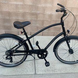 Electra Townie 7d eq step over Matt black, has generator front hub to run front and rear lights, bike is like brand new was bought June of this year for Sale in Long Beach, CA