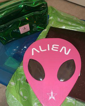 Alien pallet & bag for Sale in Midland, TX