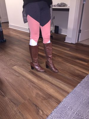 Michael kors leather boots size 7 for Sale in Austin, TX
