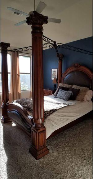 Canopy Queen Sz Bedroom Set for Sale in Austin, TX
