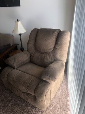 TAN BROWN RECLINER CHAIR for Sale in Fresno, CA