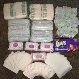 ⭐️⭐️HUGE DIAPER BUNDLE ⭐️⭐️440 COUNT SIZE ONE & SIZE 1-2 for Sale in Virginia Beach, VA