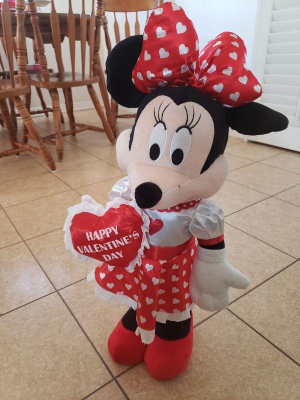 Minnie mouse valentine's greeter