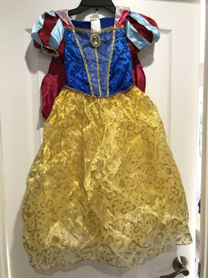 Snow White costume in size 5/6 from Disney store. Excellent condition, see all pictures. Great for Halloween or for dress up play. for Sale in Los Angeles, CA