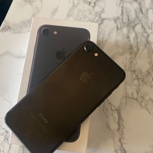 iPhone 8 for Sale in Riverside, CA