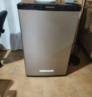 Frigidaire mini fridge with freezer for Sale in Bloomfield, NJ