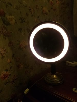 Magnifying Lighted Vanity Makeup Mirror for Sale in Los Angeles, CA