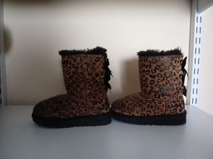 Size 8c girl ugg boots for Sale in Cincinnati, OH