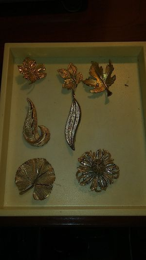 Lot 7 pcs vintage brooches lot for Sale in Richmond, CA