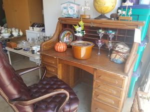 Rolltop desk and chair for Sale in Morgan Hill, CA