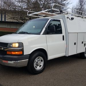 2010 CHEVY . CUBE VAN . IN GOOD CONDITION for Sale in Portland, OR