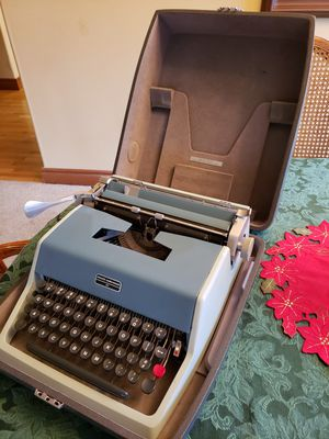 Olivetti Underwood Typewriter, 1967 for Sale in East Wenatchee, WA