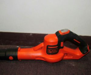 BLACK + DECKER POWERBOOST 20-VOLT MCORDLESS ELECTRIC LEAF BLOWER/ SWEEPER for Sale in Chicago, IL