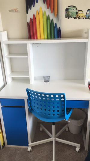 Kids desk with chair for Sale in Alexandria, VA