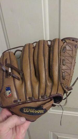Wilson baseball glove for Sale in Fieldsboro, NJ