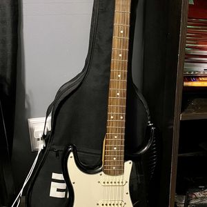 Electric guitar for Sale in Mt. Juliet, TN