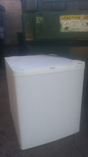 Mini fridge, located in Altoona must pick up for Sale in Eau Claire, WI