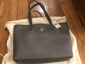 Micheal Kors Jet Set Travel Tote for Sale in Brooklyn, NY