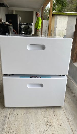 Washer and dryer pedestal for Sale in Tampa, FL