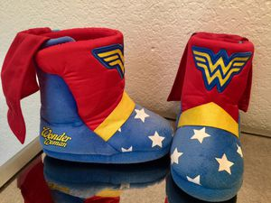 Wonder Woman DC Comics Girls Plush Boot Slippers with Cape Size 7/8 Toddler 🌟 for Sale in Chula Vista, CA