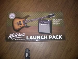 Electric guitar with amplifier for Sale in Las Vegas, NV