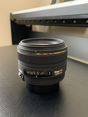 Sigma 30mm 1.4 for Canon EF for Sale in Spanaway, WA